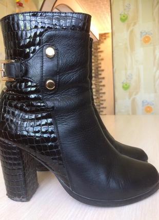 Кожаные демисезонные полусапожки(ботинки,сапоги) foletti