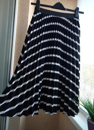 Супер красивая плиссированная юбка миди в полоску