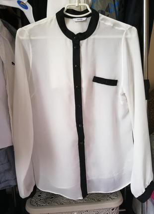 Базовая рубашка молочного цвета