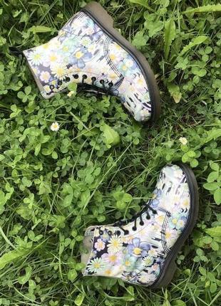 Ботинки dr. martens pascal, в цветочек, uk8 / 42