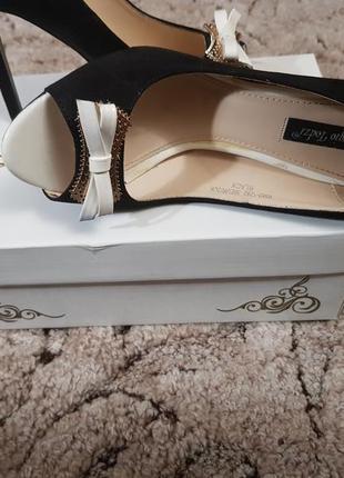 Замшевые, черные с белым бантиком туфли