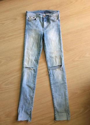 Стильные рваные джинсы скинни высокая посадка
