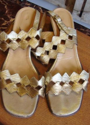 Босоножки кожаные серебристо-золотые desiree размер 39 стелька 25 см