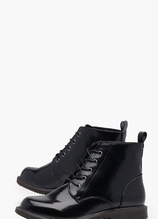Чёрные лаковые ботинки boohoo на шнуровке