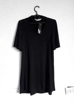 Стильное короткое платье туника с чокером
