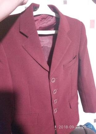 Пиджак на 3й класс в отличном состоянии за 25 грн.