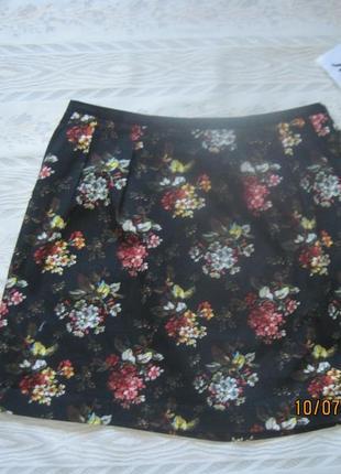 Черная мини-юбка в цветочный принт всего за 99 грн.