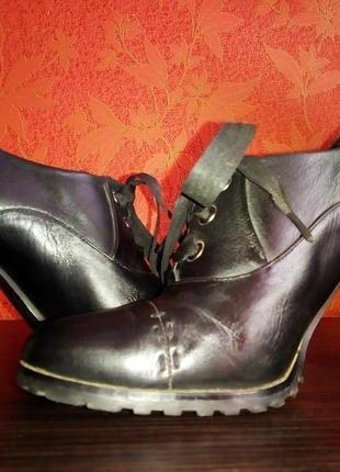 Чёрные туфли на шнуровке из натуральной кожи