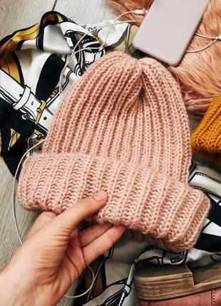 Пудровая шапка ручной работы