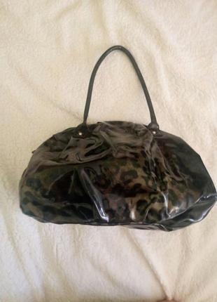 Сумка  темно серая ,лаковая с леопардовым рисунком, большая, вместительная