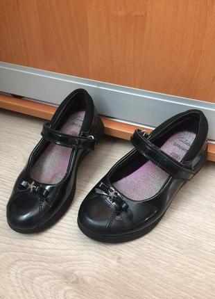 Clarks туфли лакированные на девочку 29 размер 19см стелька