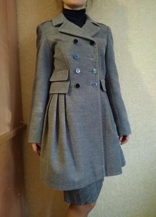 Стильное демисезонное пальто, s размер