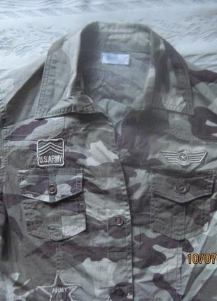Камуфляжная рубашка в армейском стиле с нашивками