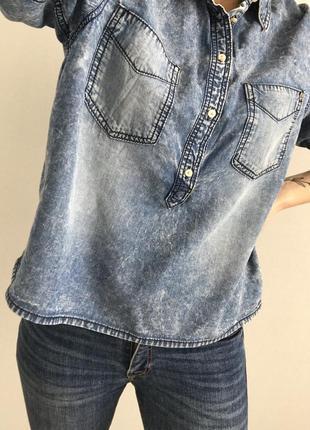 Стильная джинсовая рубашка размер s
