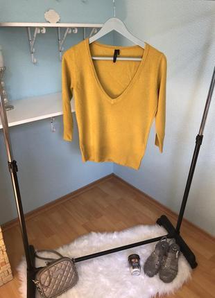 Модный свитерок мягкий с разрезом горчичный желтый базовый актуальный осень