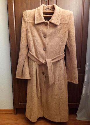 Демисезонное пальто в оличном состоянии для настоящей леди!