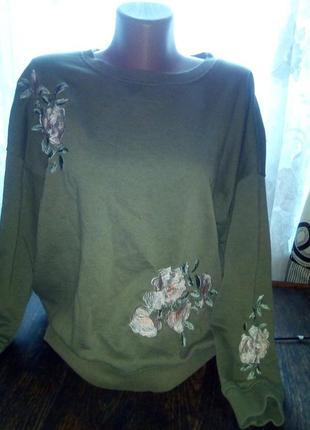 Кофта,мягкий свитер с вышивкой..очень красиво смотрится.пог 60
