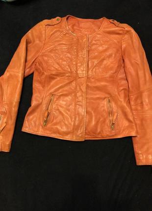 Курточка натуральная кожа massimo dutti