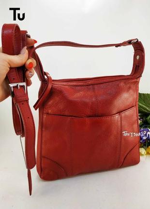 Красная яркая аккуратная сумка на длинной ручке tu