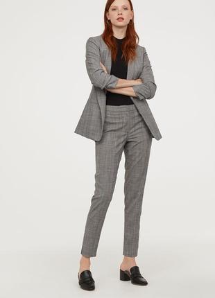 Нарядный костюм (серый), 36р (s), полиэстер 66%; вискоза 32%; эластан 2%