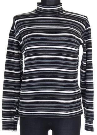 Черный свитер в серую и белую полоску
