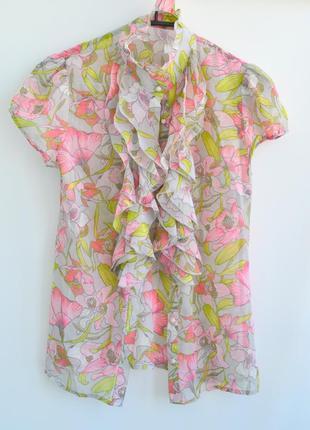 Блуза с нежным цветочным принтом