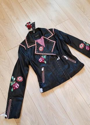 Женска куртка guess. новая