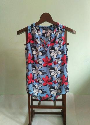 Красивая яркая блуза
