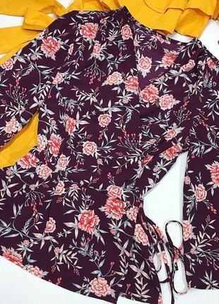 Блуза на запах в цветочный принт