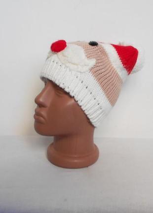 Вязаная шапка с бубоном с помпоном