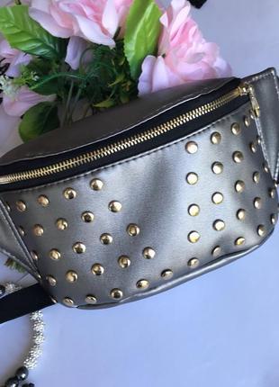 Женская бананка сумка на пояс, плече серебренная с украшениями