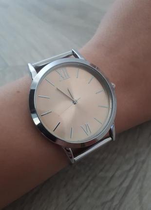 Часы с металлическим серебряным браслетом