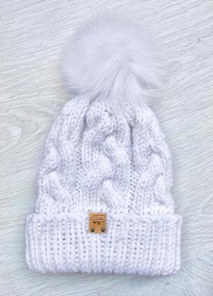 Женская зимняя шапка с меховым помпоном