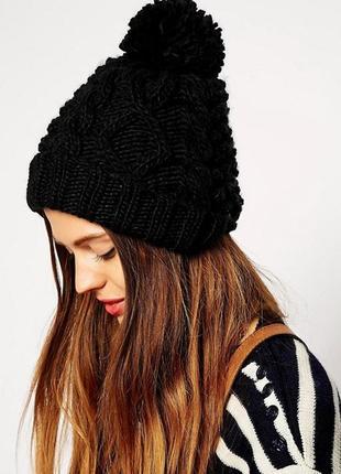 Вязаная шапка-бини с утеплителем  и помпоном