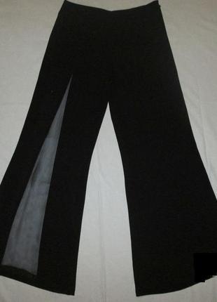 Нарядные чёрные широкие брюки с прозрачной вставкой на ножке