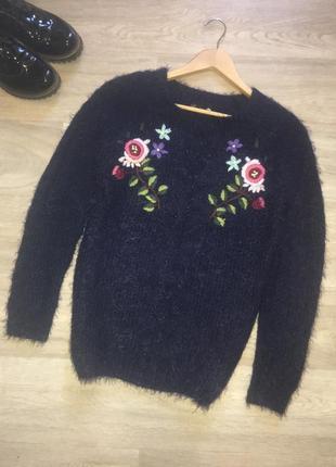 Красивейший свитер травка с вышивкой