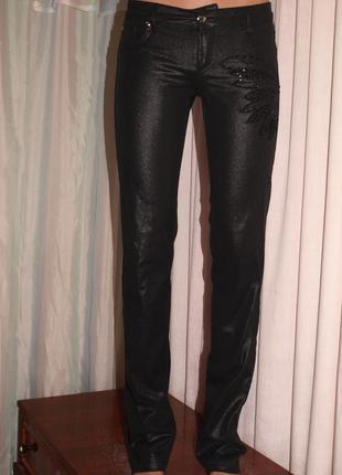Фирменные брюки (s - 26 р. замеры) с вышивкой бисером, отлично смотрятся. турция