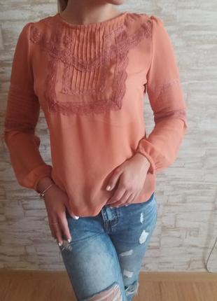 Романтичная блузка с кружевом