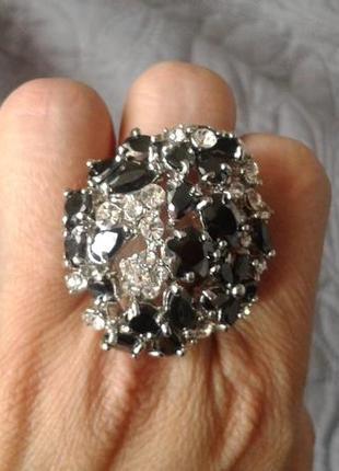 Стильний перстень під срібло