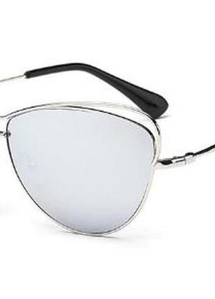 Женские удлиненные солнцезащитные очки с металлической оправой и серебряным зеркалом