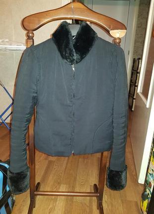 Куртка с меховым воротником и манжетами!