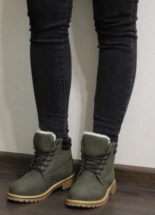 Стильные женские зимние ботинки (тимберленды) на шнуровках, цвет – хаки (темно-зеленый)