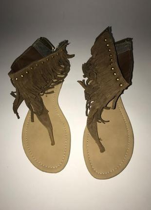Класснючие сандалии с бахромой атм