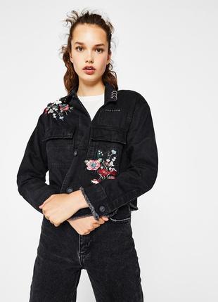 Крутая джинсовая курточка с вышивкой bershka premium