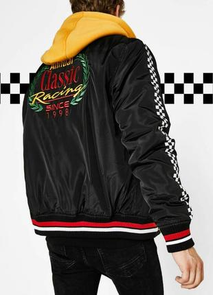 Классная , молодежная мужская куртка с теплым  капюшоном bershka