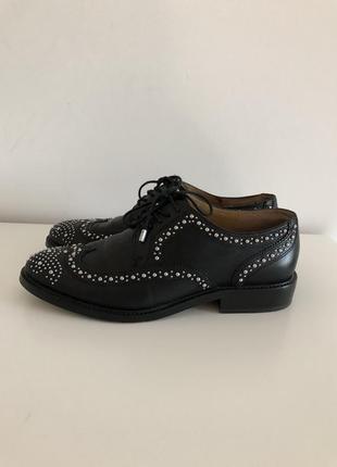 Туфли оксфорды с металлической фурнитурой