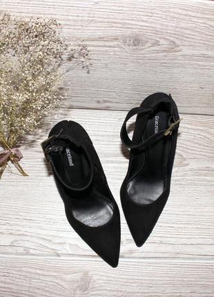 Туфли на ремешке чёрные (на каблуке)
