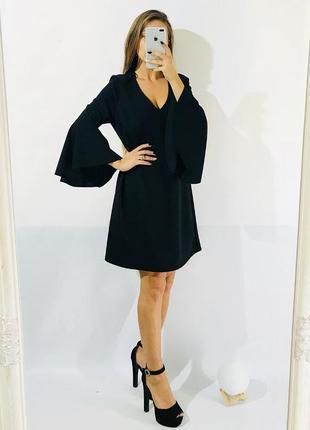 Платье из плотной ткани с актуальным рукавом