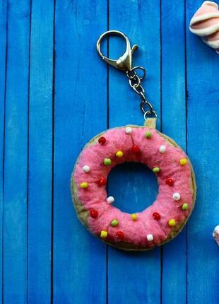 Стильный брелок-пончик hand made