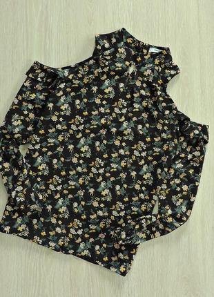 Блуза с открытыми плечиками в цветочный принт